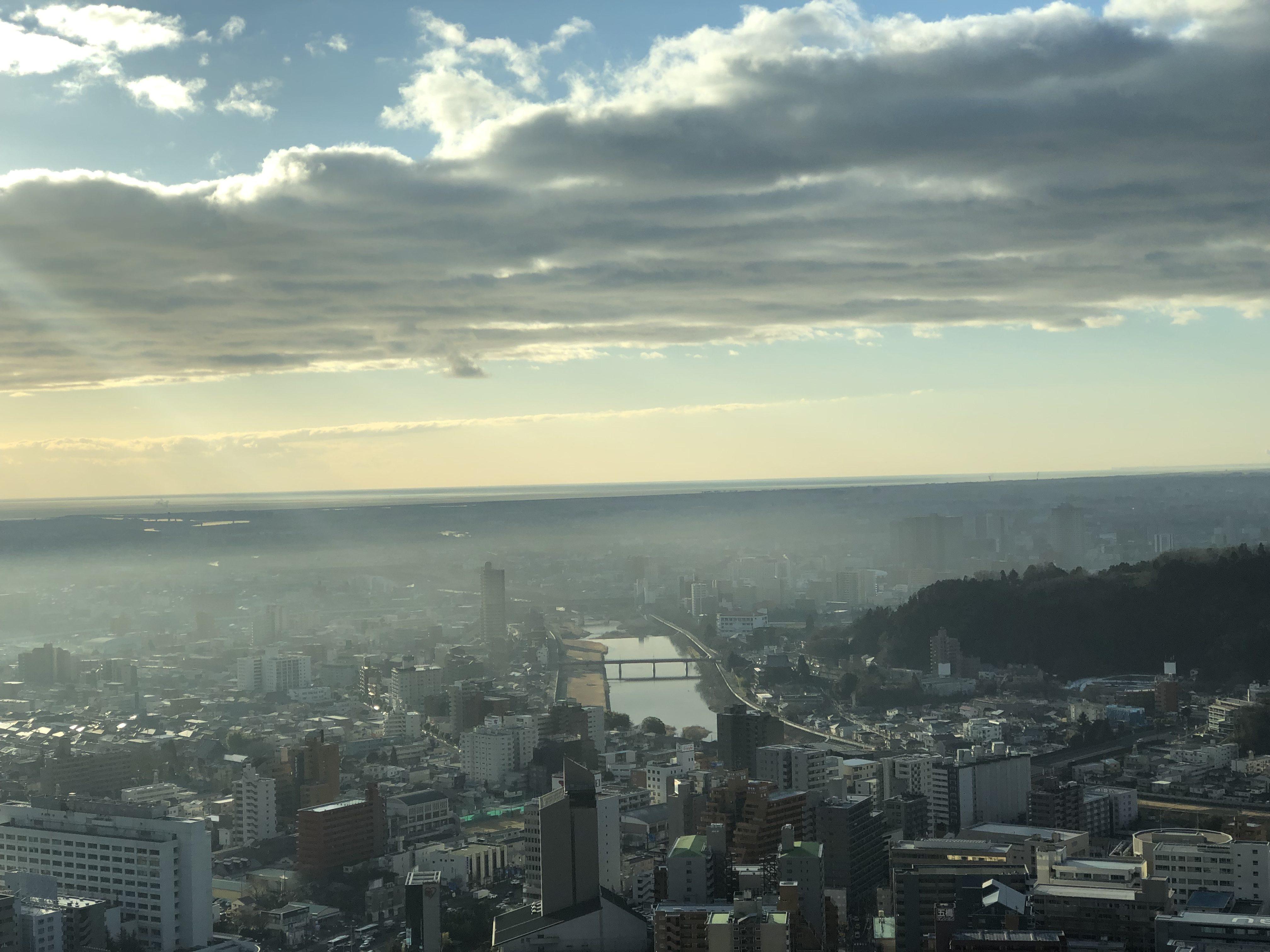 ウエスティンホテルから下界の朝靄